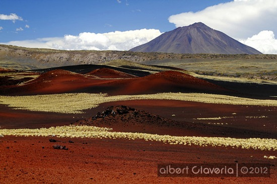 Volcán Payún Liso al fondo